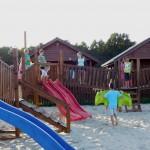 Domki letniskowe Kotwica Dąbki plac zabaw dla dzieci 1